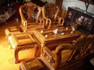 Bộ bàn ghế bằng gỗ cẩm lai