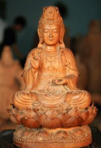 Tượng Phật làm từ gỗ sưa