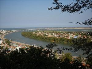 Cầu bắc ngang sông Đà Rằng, thành phố Tuy Hoà