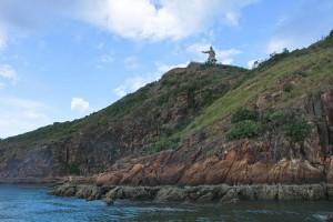 Tượng Hưng Đạo Đại Vương trên núi Phương Mai