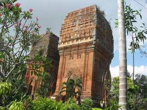 Tháp Hưng Thạnh (tháp Đôi)