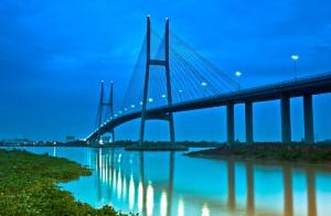 Cầu Mỹ Thuận bắc ngang sông Tiền ở tỉnh Vĩnh Long