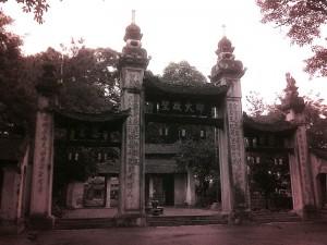 Cổng tam quan chùa Láng
