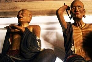 Tượng các vị La Hán trong chùa Tây Phương