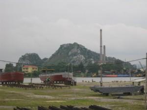 Núi Cánh Diều nhìn từ bên kia sông Đáy