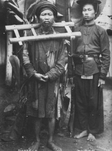Tù nhân đeo gông dưới thời Pháp thuộc