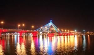 Cầu sông Hàn, một trong những biểu tượng của Đà Nẵng