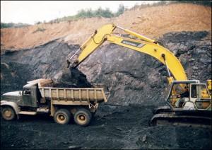 Khai thác than ở Uông Bí