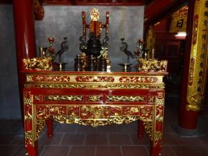 Hương án trong đền thờ Trần Nguyên Hãn ở Vĩnh Phúc