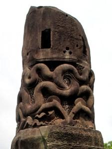Họa tiết rồng ấp trên cột đá chùa Dạm (tỉnh Bắc Ninh)