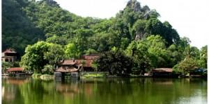 Chùa Thầy bên chân núi Sài Sơn