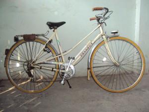 Một chiếc xe đạp Peugeot