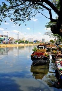 Chợ hoa ở bến Bình Đông