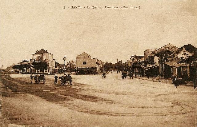 Cột đồng hồ ở phố Hàng Muối đầu thế kỉ 20