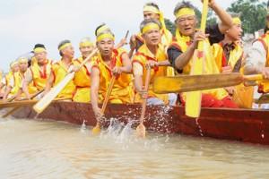 Sôi động bơi chải Làng Mai - Ảnh: Nguyễn Hưởng