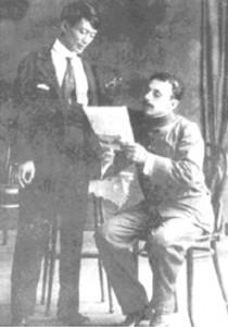Kỳ Đồng (đứng) và một viên chức pháp ở Tahiti