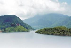 Hồ Thanh Lanh núi Ngọc Bội
