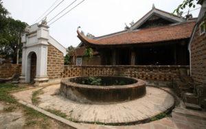 Giếng cổ trong đình Mông Phụ