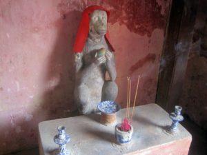 Tượng khỉ ở chùa Cầu