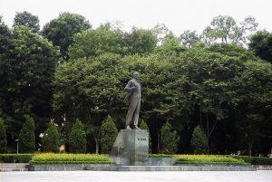 Tượng Lê-nin trong công viên Lê-nin